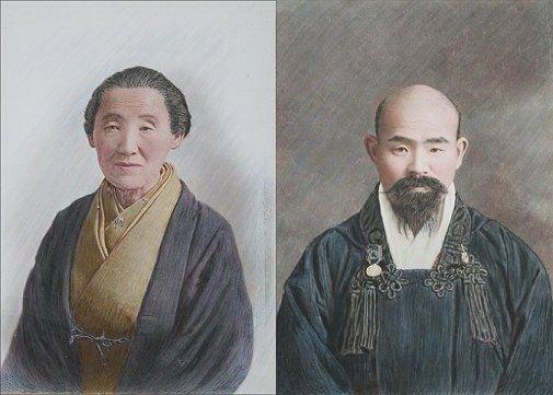 19: PAIR OF MINIATURE JAPANESE WATERCOLOR PORTRAITS