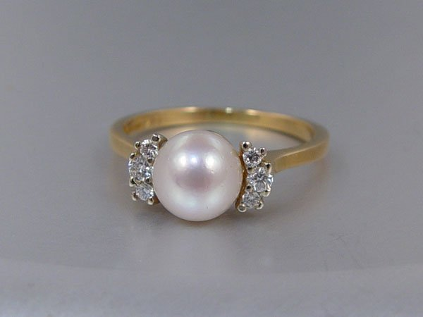 1221: 14k TIFFANY & CO PEARL RING Size 8