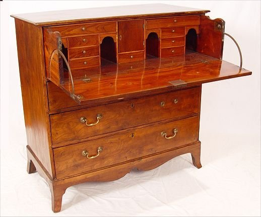 17: CHINESE EXPORT BUTLERS CHEST CA. 1810