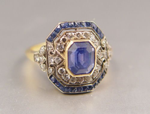 36: A SUPERB DECO PERIOD SAPPHIRE & DIAMOND RING