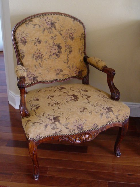 13: 18TH C FRENCH FAUTEUIL CHAIR