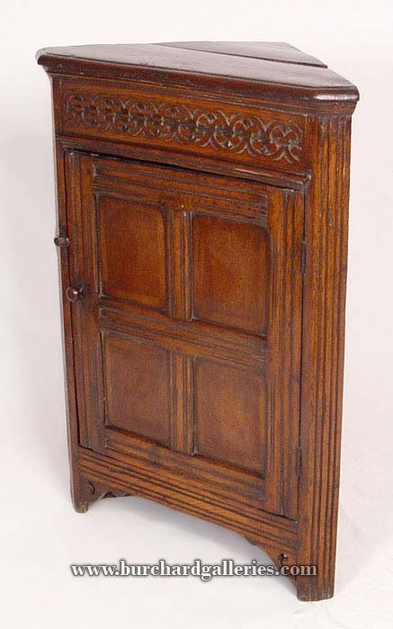 18: 18th C SPANISH WALNUT CORNER CABINET