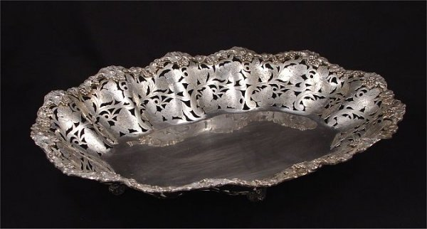 8: 800 SILVER RETICULATED FOOTED CENTERBOWL