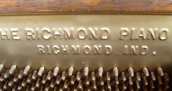 204: RICHMOND PIANO CO. TIGER OAK UPRIGHT PIANO - 5