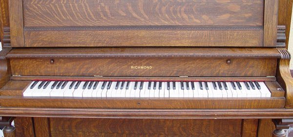 204: RICHMOND PIANO CO. TIGER OAK UPRIGHT PIANO - 7