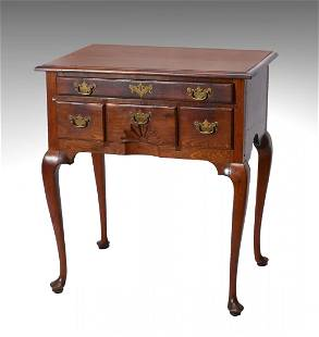4 DRAWER QUEEN ANNE DRESSING TABLE