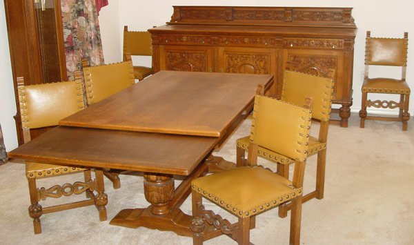 11: OAK DINING TABLE WITH 6 CHAIRS