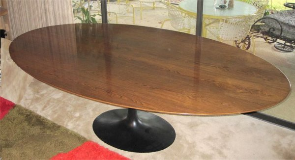 21: EERO SAARINEN ROSEWOOD TOP TULIP TABLE: