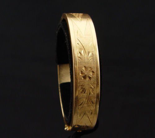 16: A WIDE 18K GOLD BANGLE  BRACELET  40gr.