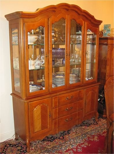 159: STANLEY FURNITURE COUNTRY FRENCH  CHINA CABINET - 3