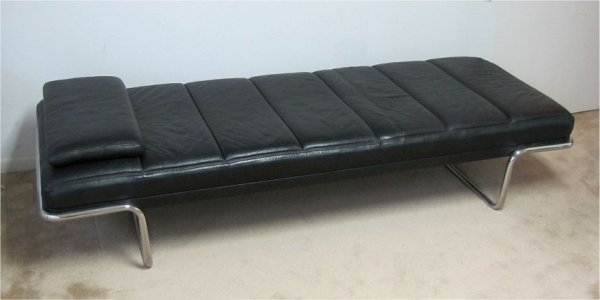 19: BRAYTON INTERNATIONAL BLACK LEATHER LOUNGER