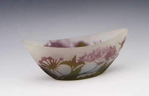 14: GALLE CAMEO GLASS IN BOAT FORM