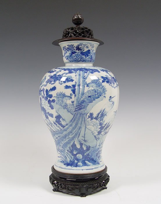 134: LATE 19TH C CHINESE BLUE DECORATED VASE