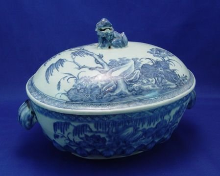 1212: BLUE & WHITE COVERED DISH 13 x 11 x 9 overall