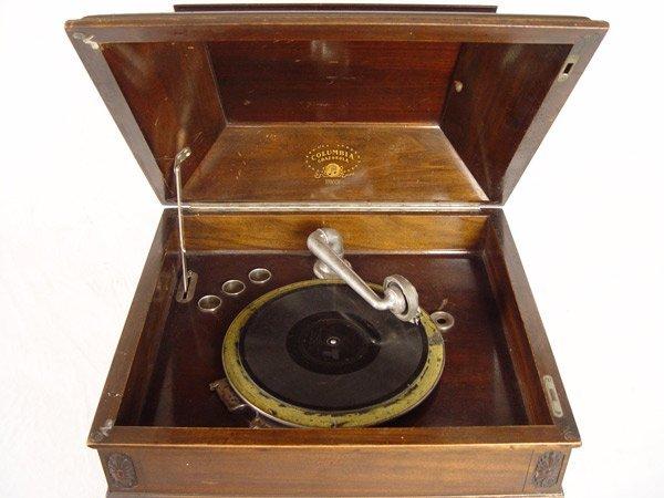 242: COLUMBIA GRAFONOLA WITH RECORDS - 5