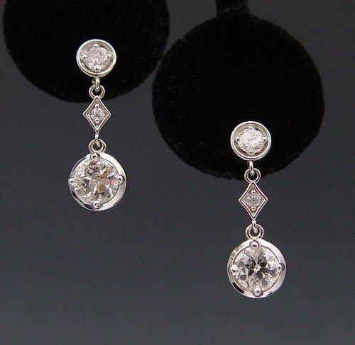 18: 1.8 CT DIAMOND DANGLE EARRINGS