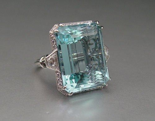 141: PLATINUM 40 CT AQUAMARINE RING 1.93 CT DIAMONDS