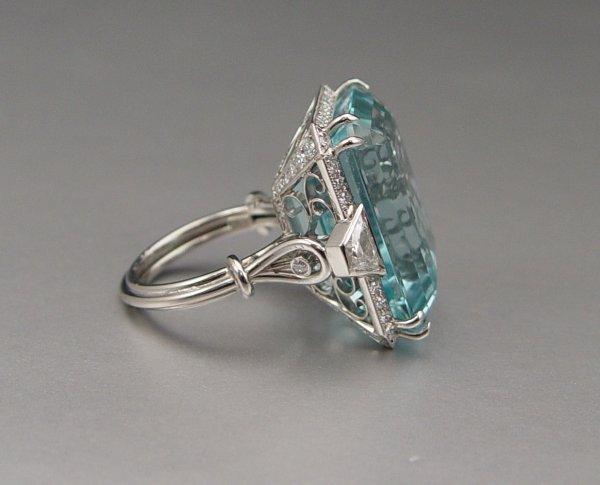 141: PLATINUM 40 CT AQUAMARINE RING 1.93 CT DIAMONDS - 2