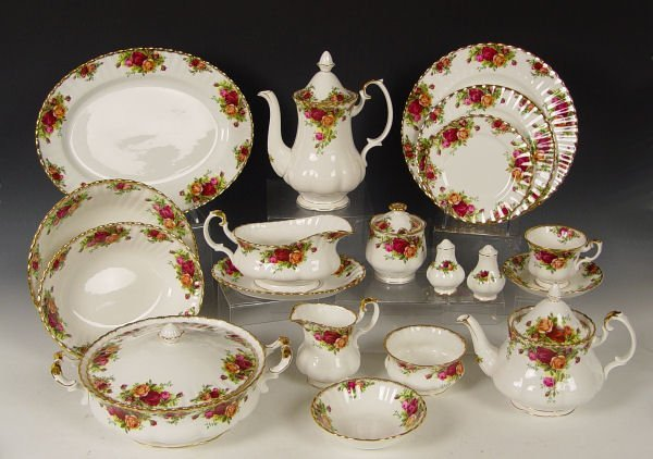 15A: 115 PC ROYAL ALBERT OLD COUNTRY ROSES