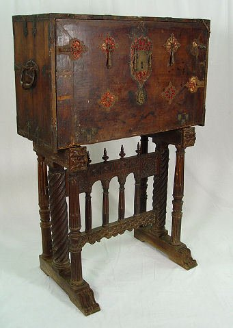 11: VERY EARLY MUSEUM QUALITY SPANISH VARGUENO DESK