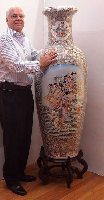 177a Palatial 5 Ft Chinese Vase On Stand