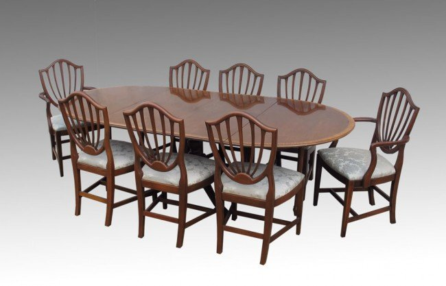 16: HICKORY CHAIR CO. DINING TABLE w/ 8 CHAIRS