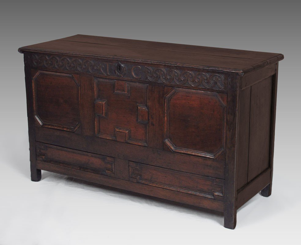 14A: EARLY 18TH C.  ENGLISH OAK BLANKET CHEST