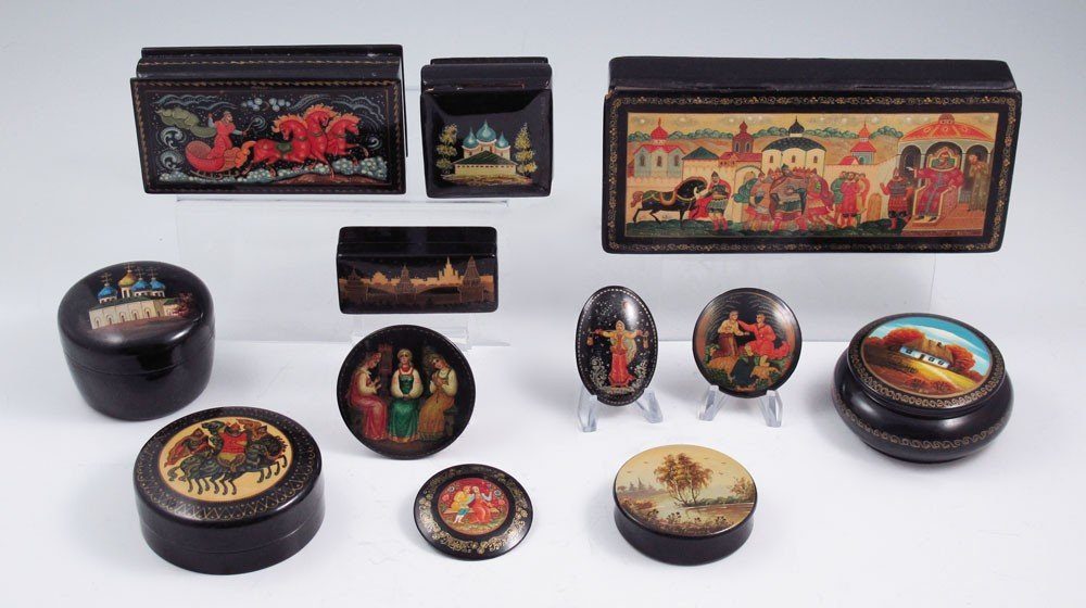 279: COLLECTION OF 8 RUSSIAN PAINTED LACQUER BOXES