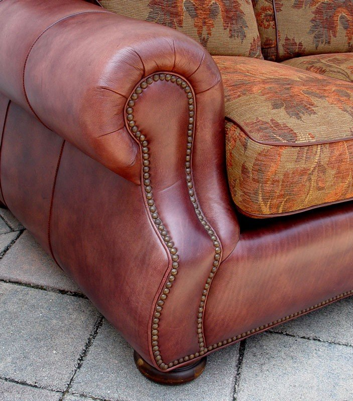 209: ROBB & STUCKY LEATHER SOFA - 3