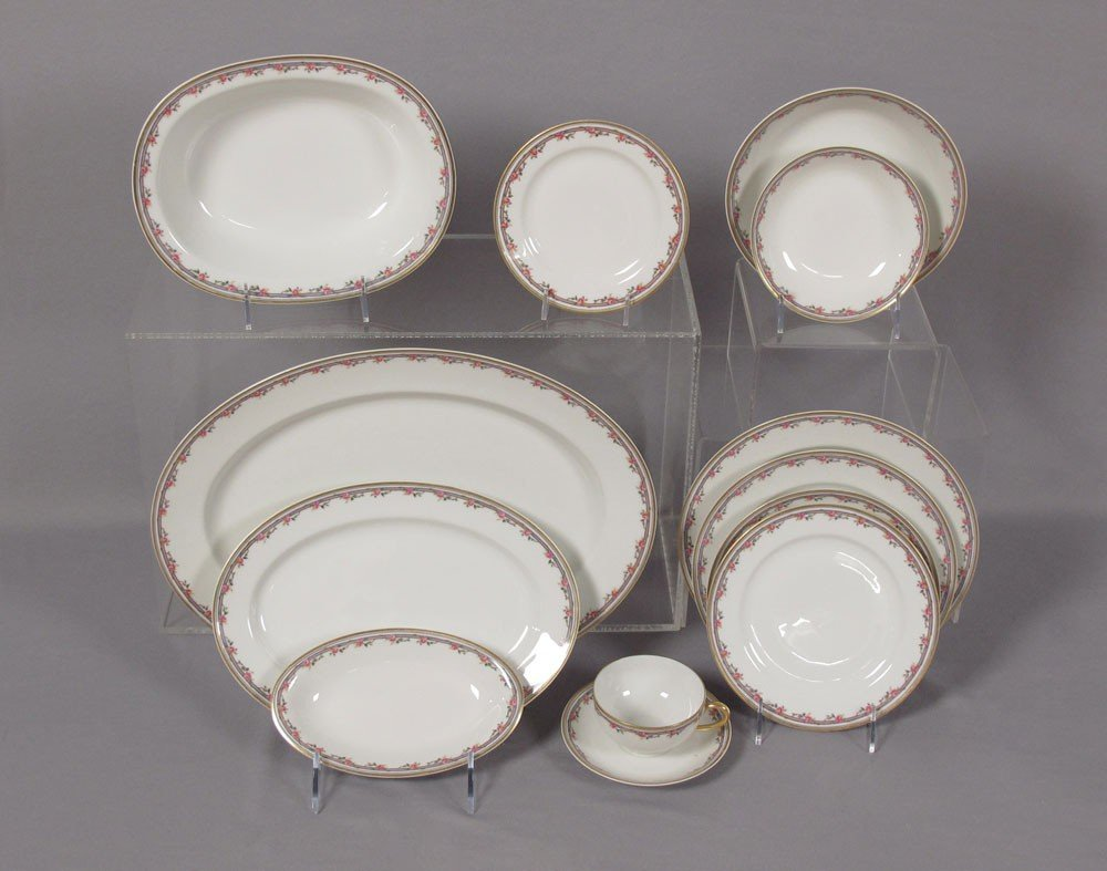 22A: 92 pc  FRENCH HAVILAND LIMOGES CHINA SERVICE