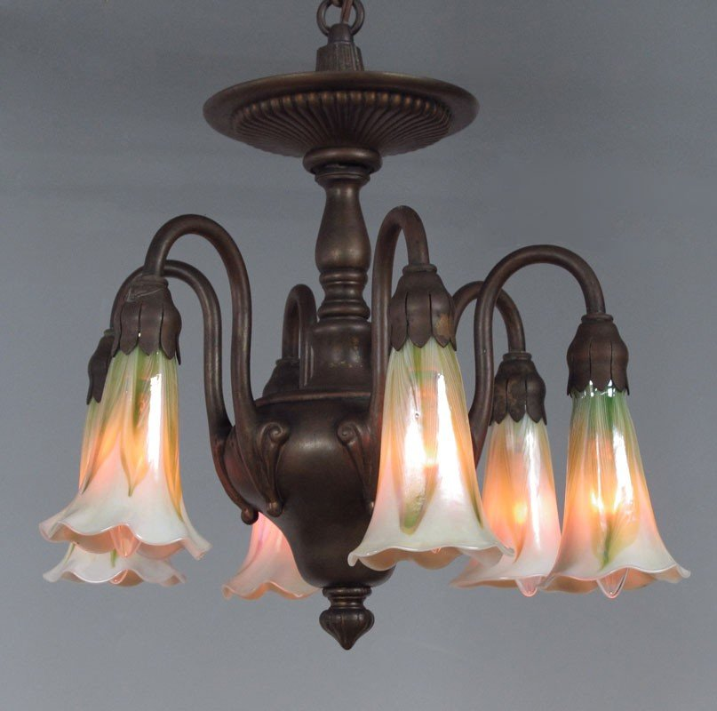 50: TIFFANY ERA HANGING LAMP WITH IRIDESCENT ART GLASS