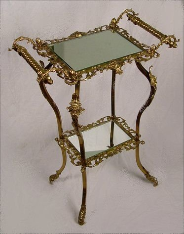 1009: ORNATE GILT BRASS CALLING CARD STAND