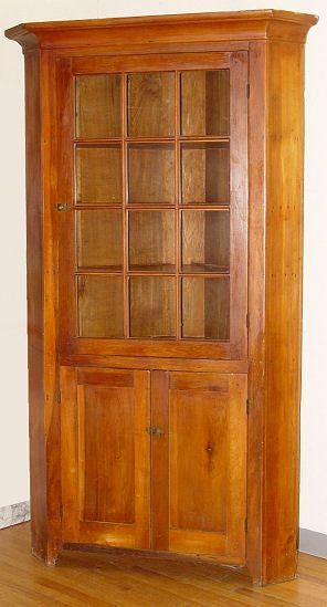 1075: AMERICAN COUNTRY CORNER CABINET CUPBOARD 19TH C