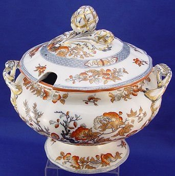 1081: MID 1800'S ENGLISH IRONSTONE TUREEN