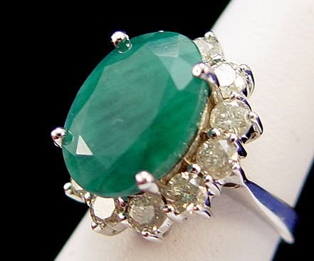 1091: 12.76ctw EMERALD & DIAMOND RING 14K WHT SZ7 8.9GR