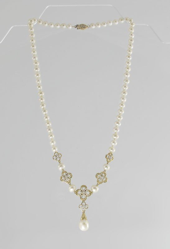 21: CULTURED PEARL DIAMOND AND GOLD NECKLACE