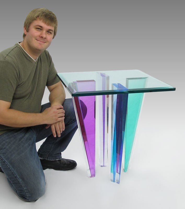 18: MODERNE COLORED LUCITE SIDE TABLE