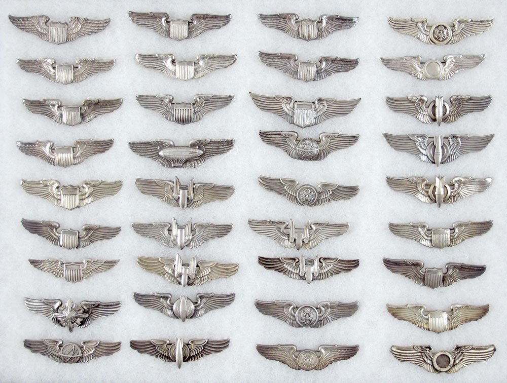 263: A FINE COLLECTION OF STERLING WWII AVIATOR WINGS