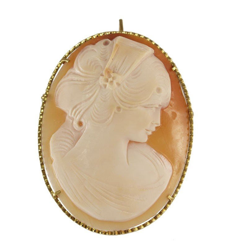 253A: 18K SHELL CARVED CAMEO BROOCH