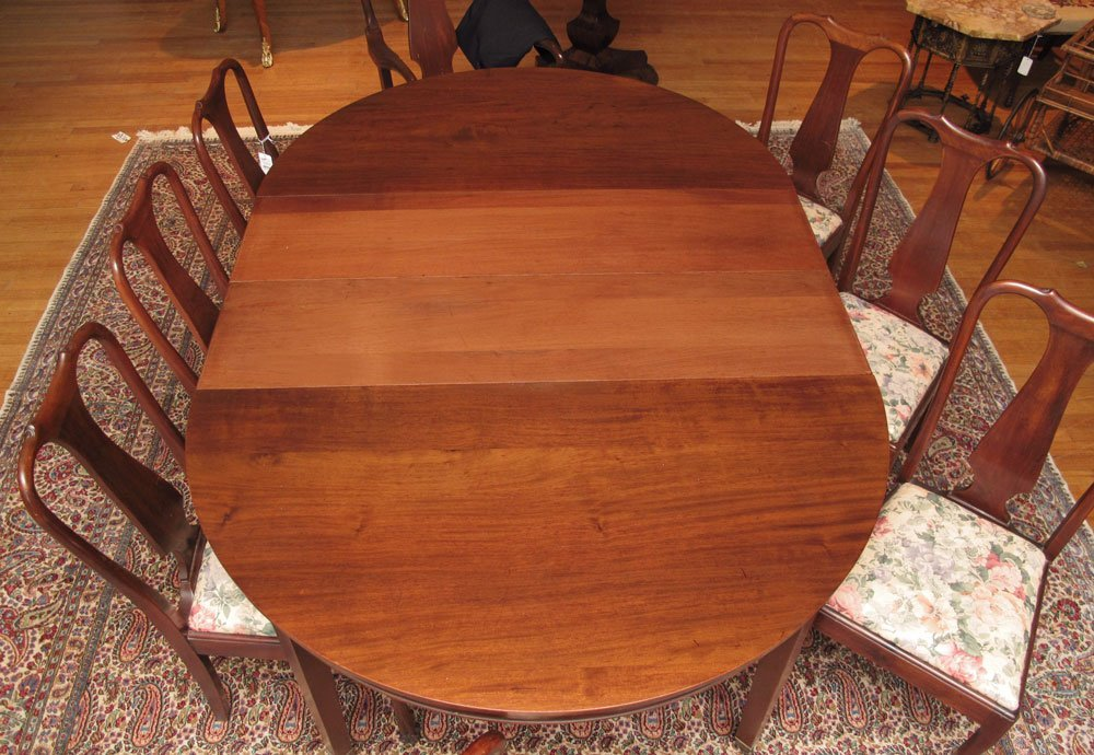 39: MAHOGANY BANQUET TABLE WITH 8 CHAIRS - 2