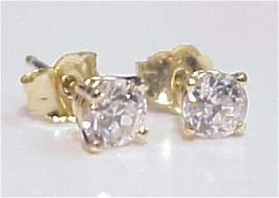 SPARKLING DIAMOND STUD EARRINGS