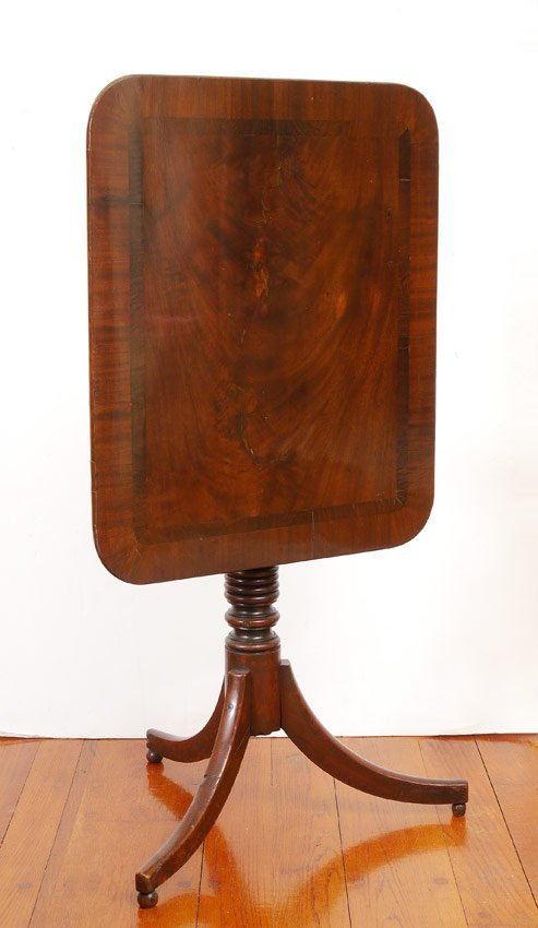 EARLY 19TH C. MAHOGANY TILT TOP SIDE TABLE