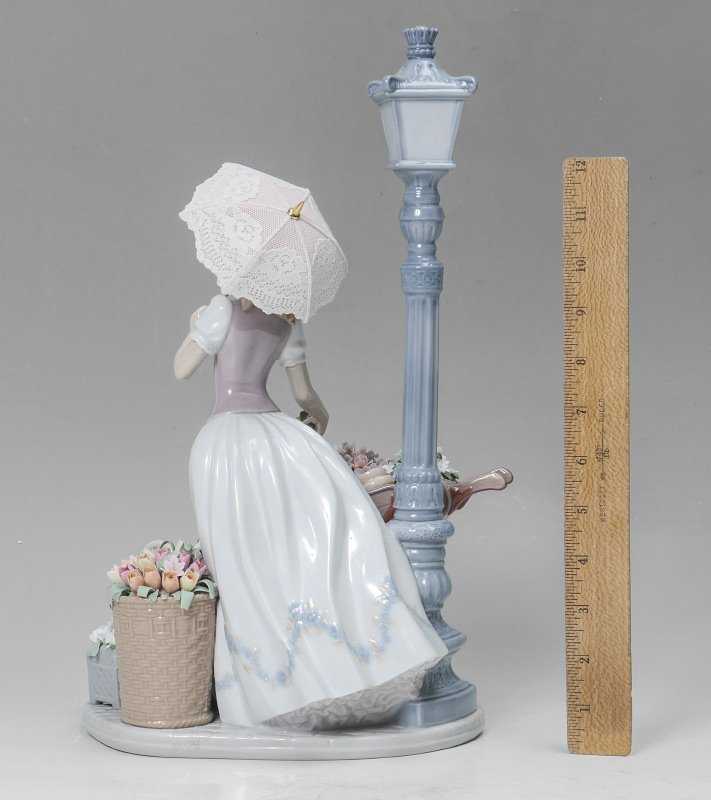 LLADRO PORCELAIN FLOWERS FOR EVERYONE #6809 - 2