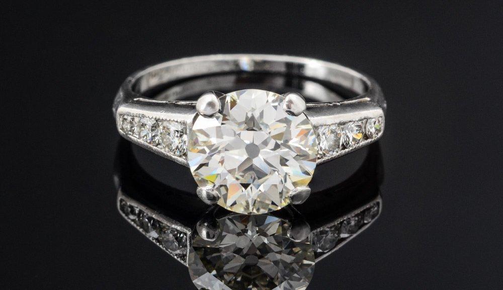2.25 CT CENTER DIAMOND PLATINUM ENGAGEMENT RING