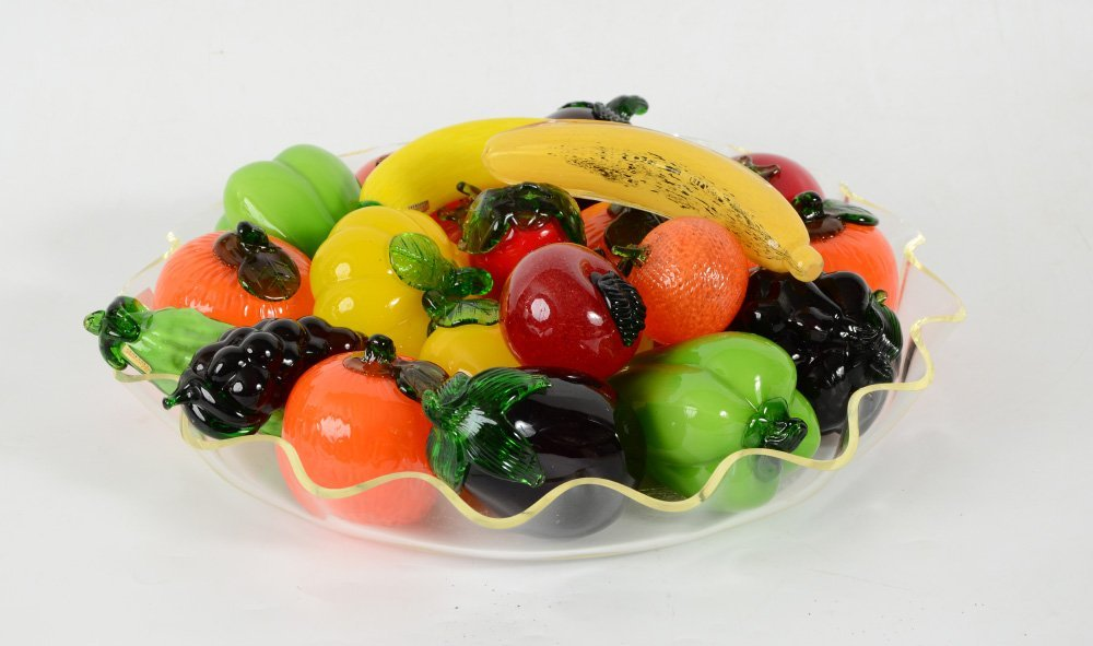 LARGE TRAY OF MURANO GLASS FRUIT AND VEGETABLES