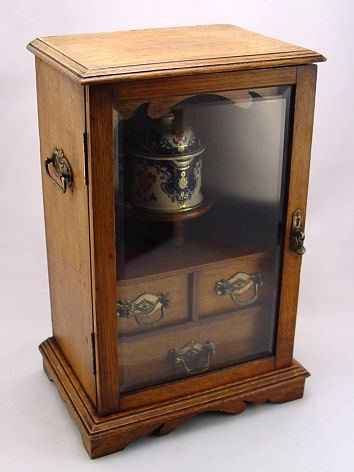 17: AN ENGLISH 19TH C OAK TABLETOP SMOKING CABINET