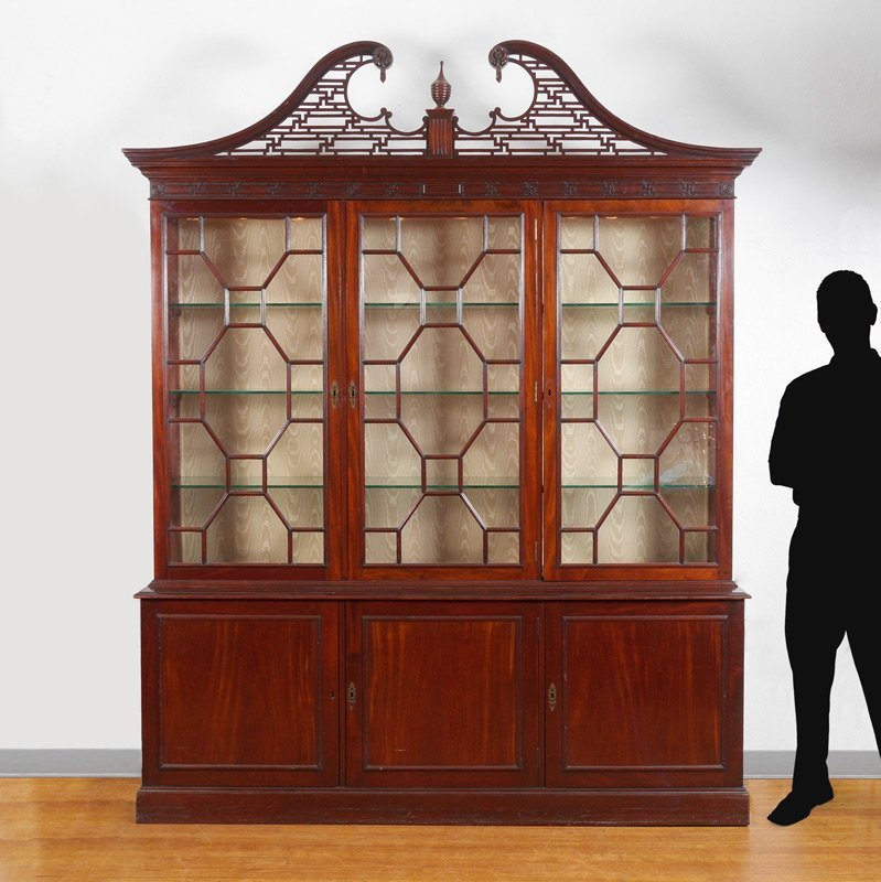 LARGE 19TH CENTURY MAHOGANY 3 DOOR BOOKCASE