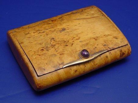 1009: BURLED OLIVEWOOD BOX 14k GOLD & SCARAB CLASP