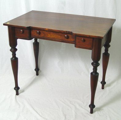 1157: KITTINGER MAHOGANY WRITING OR DRESSING TABLE