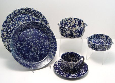 1297: 40 PC GROUP OF BENNINGTON POTTERY BLUE SPONGEWARE
